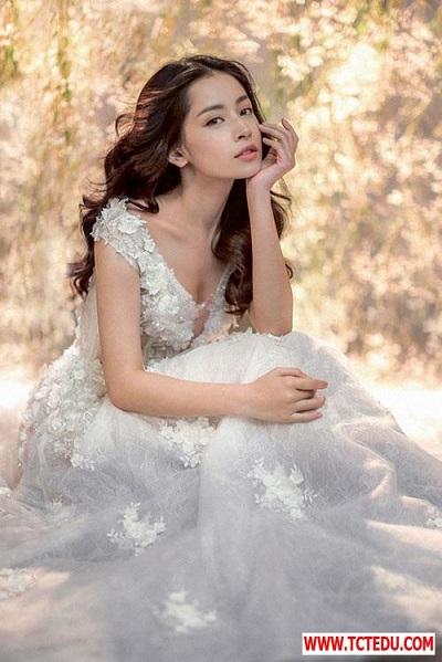 1481006654 147988859375793 chi pu Kiều nữ Vbiz gây mê ánh nhìn với tóc xoăn ngôi giữa